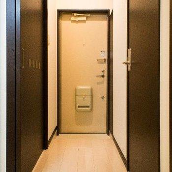 玄関は上・下で施錠