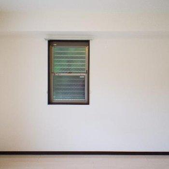 壁の小さな窓で空気の入れ替え