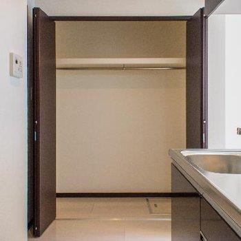 キッチン横には大容量のクローゼット
