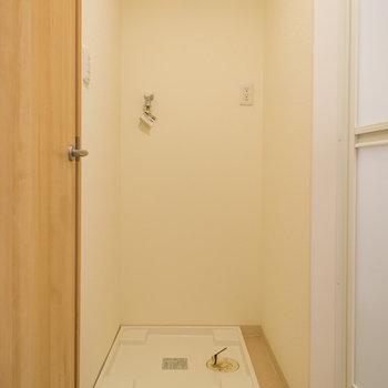 洗濯機置き場はトイレとお風呂の間