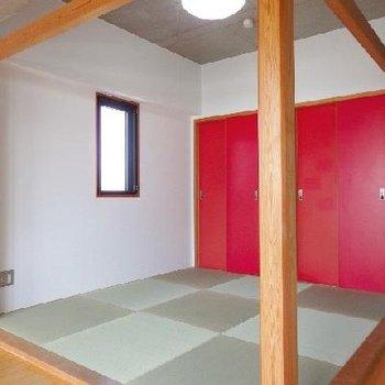 可愛い琉球畳。角部屋で採光部がもう1つ付いているのがいいですよね