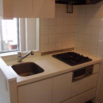 ジャストサイズのキッチン。使いやすそう。