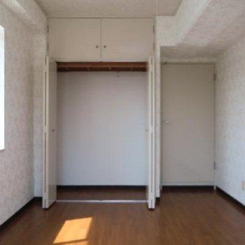 2面採光が嬉しいこちらは子供部屋でしょうか?