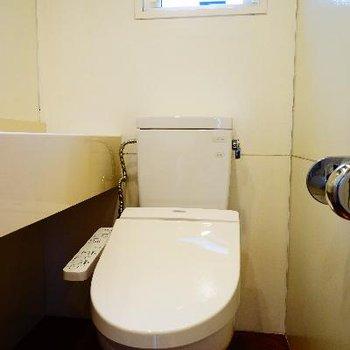 トイレはシャキっと小窓も嬉しい!