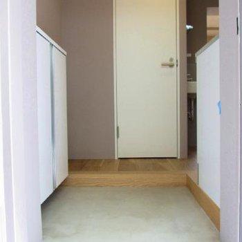 玄関部分も素敵です。※写真は別部屋です