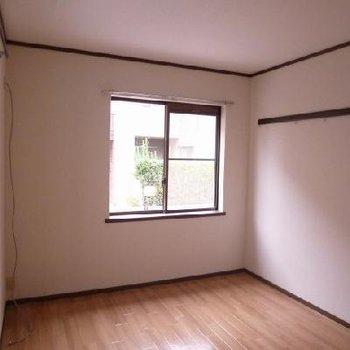 1人暮らしなら広々!!2人暮らしでも十分な広さの洋室です。