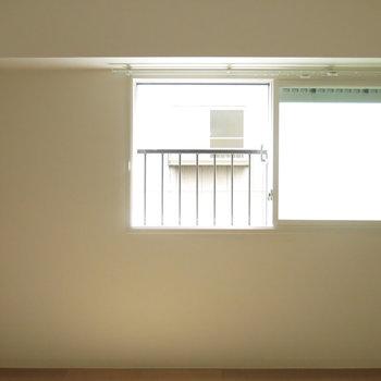 寝室は二重窓構造!