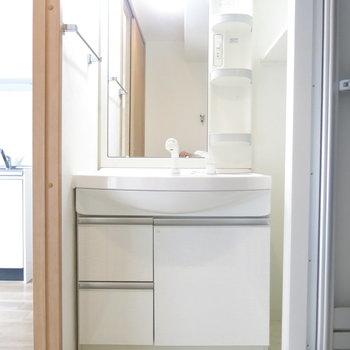 大きな鏡の洗面台◎