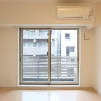 防音ガラスのついたお部屋です