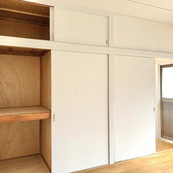 【洋室5.6帖】ボックスを活用すると、細かなアイテムの出し入れもスムーズに。 ※写真は前回募集時のものです