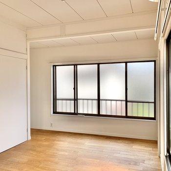 【洋室7.6帖】まずは2階から。ダブルベッドがゆったり配置できる広さ。 ※写真は前回募集時のものです