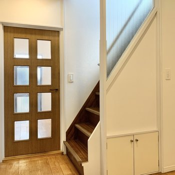 【キッチン】くるっと反対側。階段下にも、 ※写真は前回募集時のものです