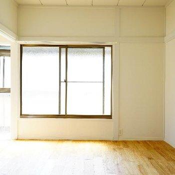 2階のもう一つのお部屋です!こちらも2面採光です♪
