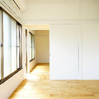 2つのお部屋、ドアを開けておけばコミュニケーションも取れます♪