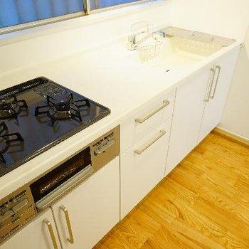 キッチンはこんなにゆったり!そして機能的!
