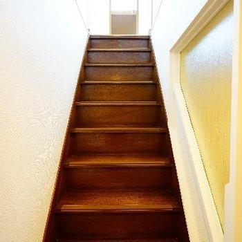 階段にはレトロさをあえて残しました!いい味でてます。※写真は前回募集時のもの