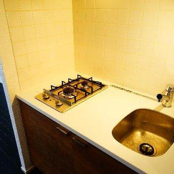 キッチンはコンパクトながら2口ガス!