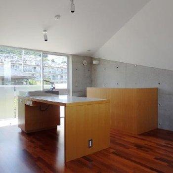 この切り立った天井デザイン ※写真は201号室