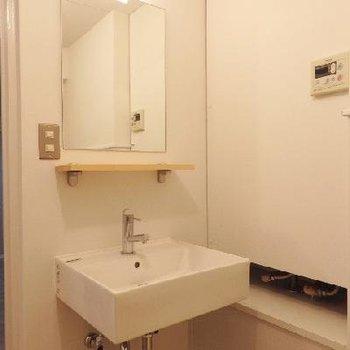 洗面台はオシャレな造作タイプ