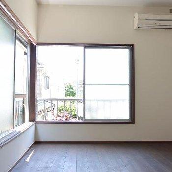 窓※写真は反転した間取りの別のお部屋のものです