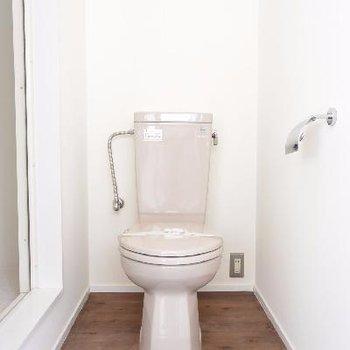 トイレ※写真は反転した間取りの別のお部屋のものです