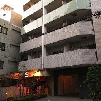 1階はバーです。