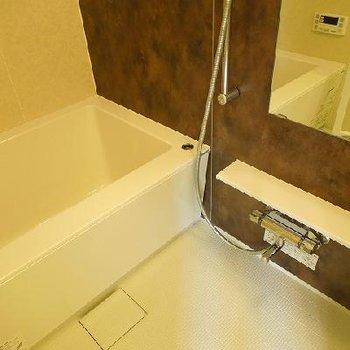 お風呂も広め※写真は別部屋