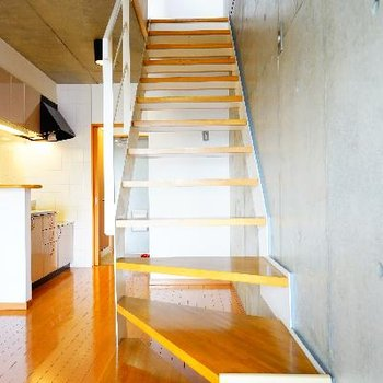 階段を登って※写真は前回募集時のものです