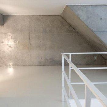 ロフト部分。天井が斜めになってます