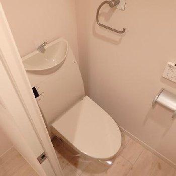 トイレもキレイです※写真は別部屋