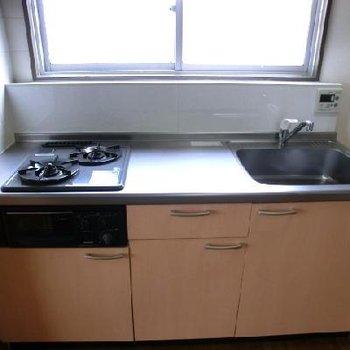 キッチンはグリルも付いた、システムです!綺麗でした!