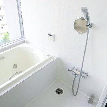 お風呂覗かれないようにブラインドは閉めてお入り下さいませ。