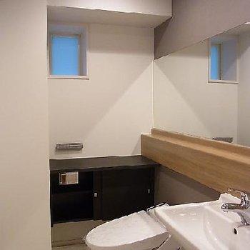 洗面台とトイレ ※写真は別部屋