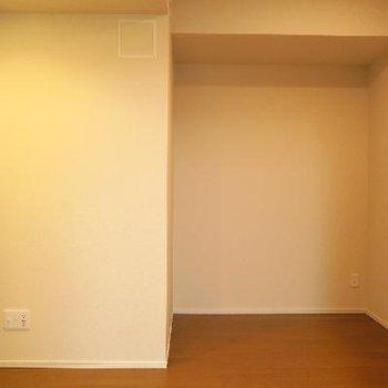 キッチンの横にももうひと部屋。収納にどうぞ。