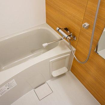 お風呂も木目調のシートでナチュラルに!!※写真は前回募集時のお写真です