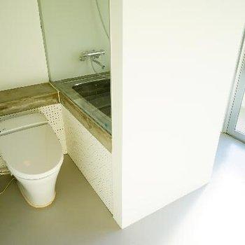 開放的なトイレ。