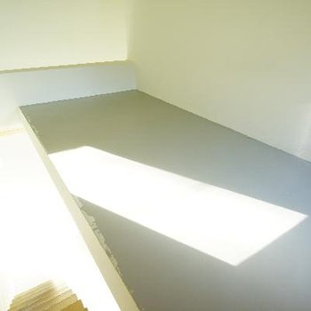 3階のロフト?です。日当たりいいですね。