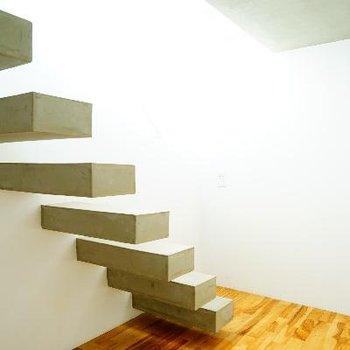 どこを撮っても階段が入ります。