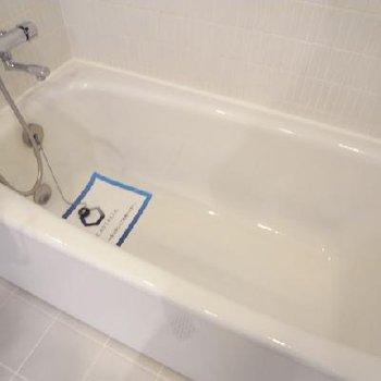 お風呂もゆったり広々※写真は同間取り別部屋