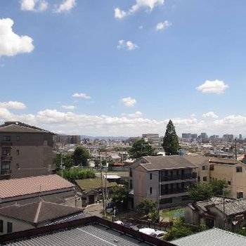 「おかえり」と、優しく空が言ってくれそうなベランダからの眺望!