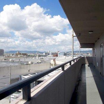 6階の玄関前共有スペースの眺望もかなりのものです。