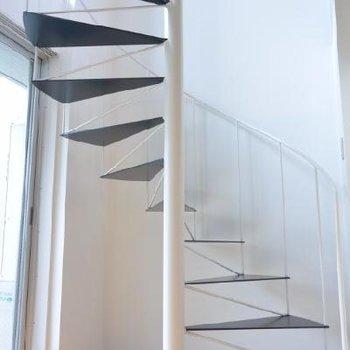 軽やかならせん階段