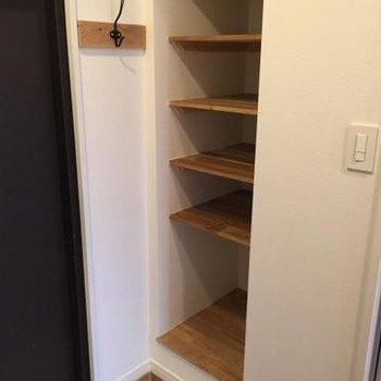 玄関には、可動式の棚がつきます。オシャレに靴を飾りましょう。※写真はイメージ
