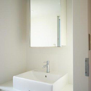 洗面台もシンプルにおしゃれ。※写真は前回募集時