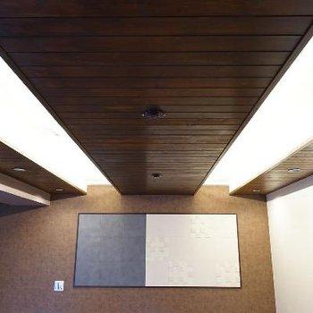 天井も木材が貼られています!