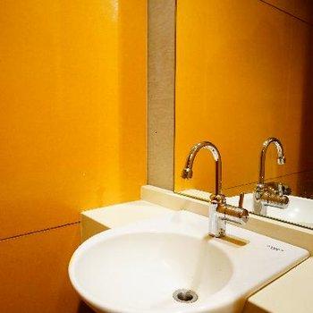 トイレには専用の手洗い場が◎