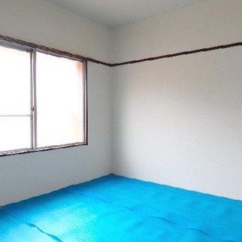 その隣。和室です。