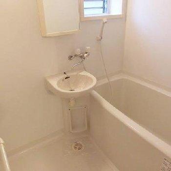 お風呂には窓があります☆
