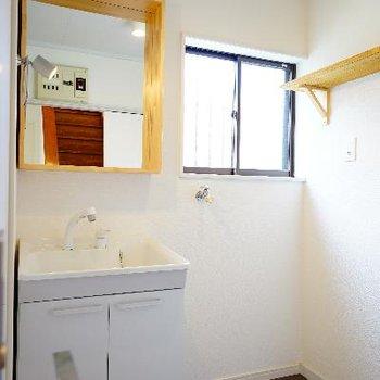 洗面台も可愛く、窓も◎