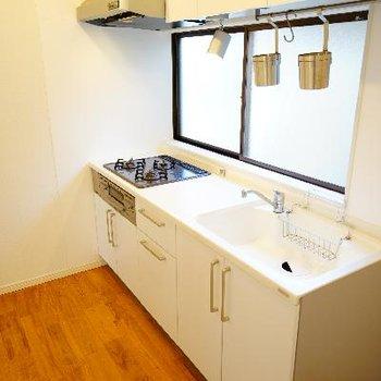 キッチンです!こんなに広い空間♪機能性もバッチリで窓も◎